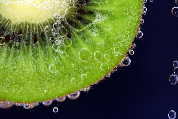 1日2個のキウイフルーツで免疫システムを整え腸内環境を改善?